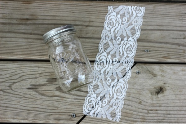 Cut the lace to the jar