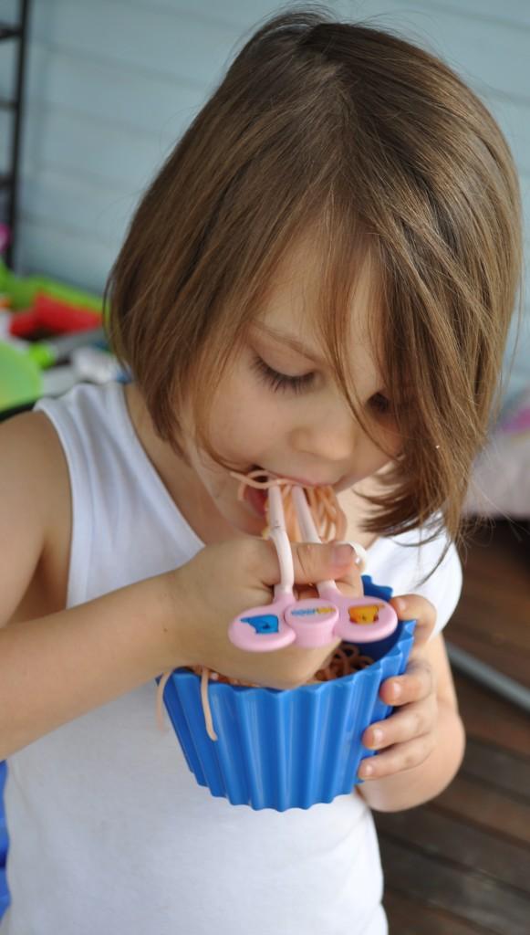 kidseatingwithchopsticks