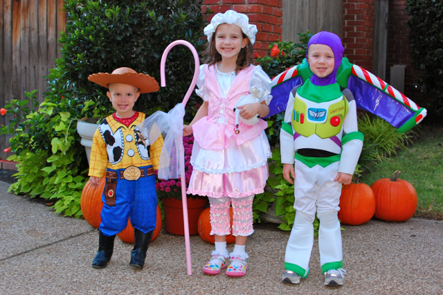 Take your style to infinity and beyond this year when you dress up in a classic Toy Story costume. Reach for the sky in one of our awesome Woody costumes for kids or adults. Grab a lasso, round up the rest of the gang, and start making your way back to Andy.