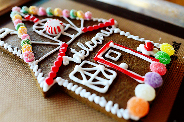 gingerbead cookie house